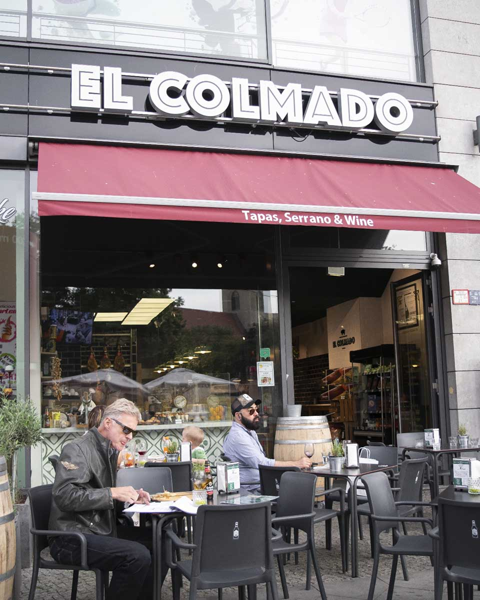 RESERVAR MESA EN ALEXANDERPLATZ | Se puede reservar mesa en la terraza.
